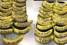 Penjaga kantin sekolah tulis pesan motivasi ke murid lewat pisang