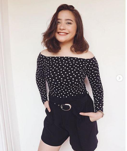 prilly gaun terbuka instagram