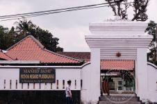 Wisata religi Jogja legendaris, Masjid Pathok Negoro Plosokuning
