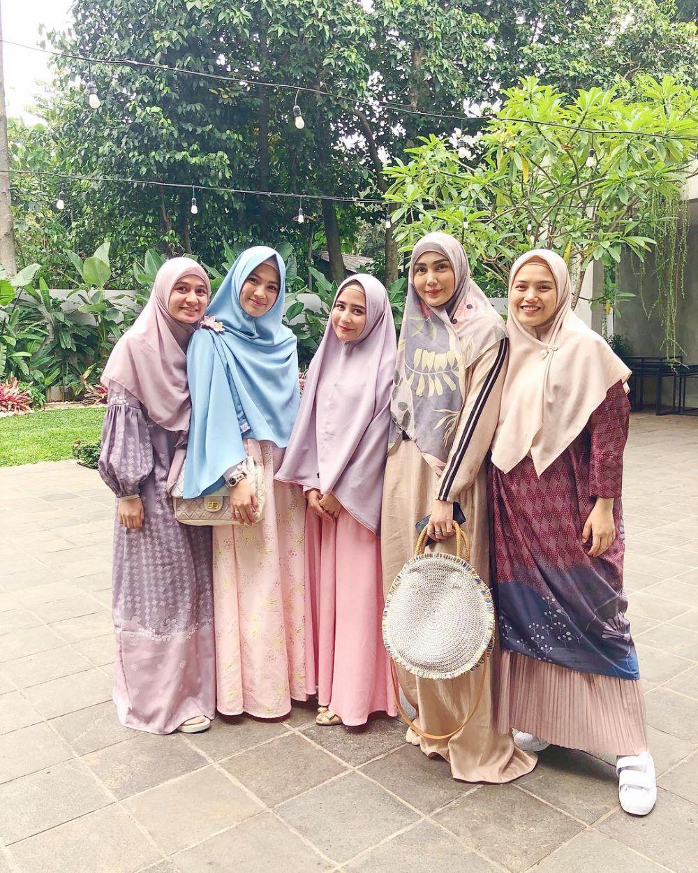 Prilly hijab syar'i © 2018 Instagram