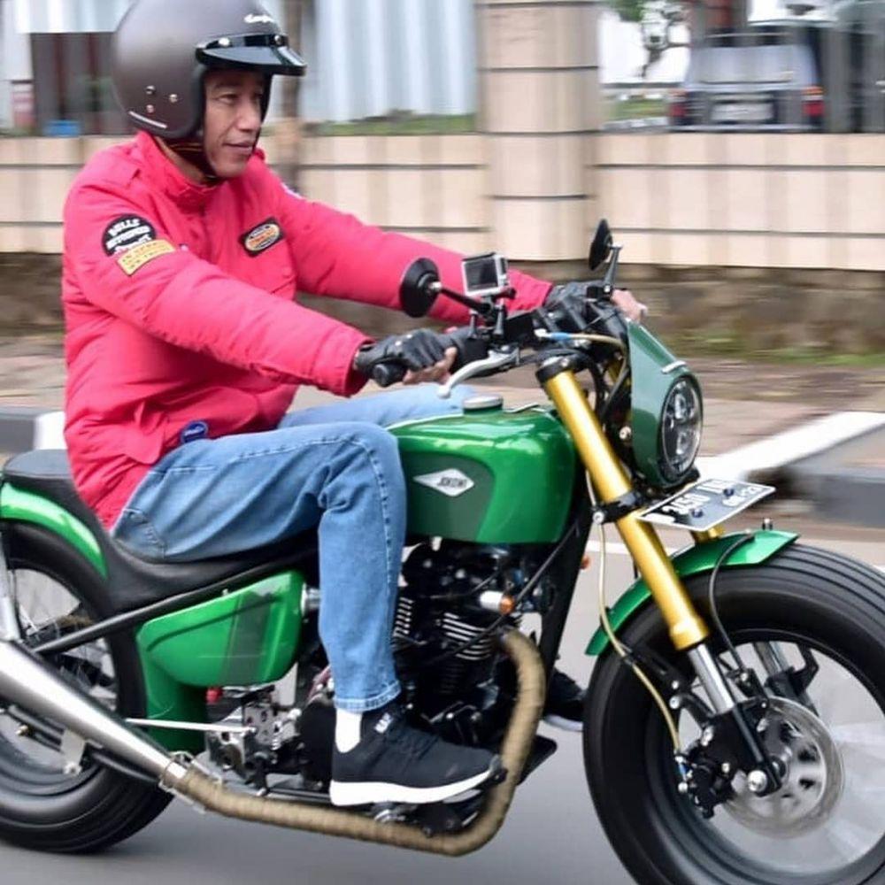 10 Potret Jokowi naik motor ke pasar, gayanya kece banget istimewa