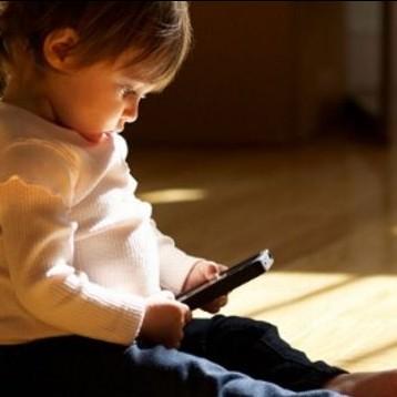 Ini batas usia minimal anak aman menggunakan handphone
