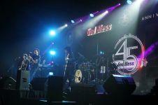 Konser God Bless, legenda hidup band rock Indonesia yang keren abis