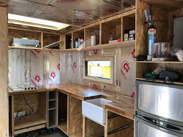 rumah di dalam truk ingris © Facebook/Iona Stewart