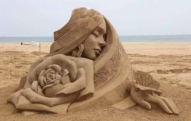 patung dari pasir instagram
