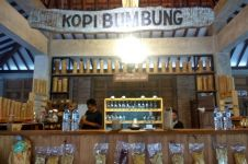 Warung Kopi Bumbung, sensasi menikmati kopi dengan wadah bambu