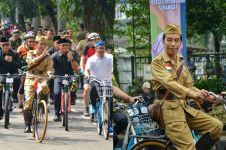 10 Gaya Jokowi 'ngonthel' peringati Hari Pahlawan