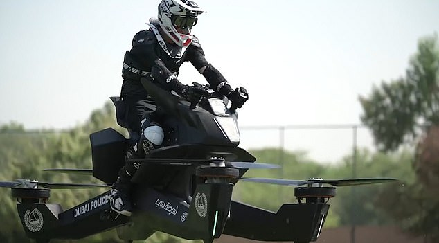 Aksi motor terbang polisi dubai  © 2018 brilio.net