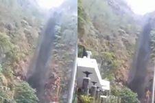 Viral air terjun di Nganjuk airnya berwarna hitam, ini penyebabnya