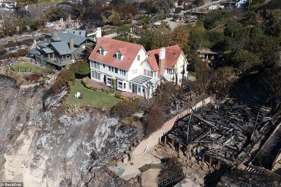 Rumah lolos dari kepungan kebakaran LA ini milik seleb terkenal