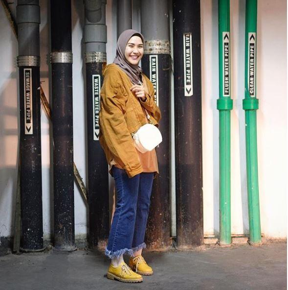 12 Gaya Outerwear Ala Zaskia Mecca Bisa Jadi Inspirasi Hijabers