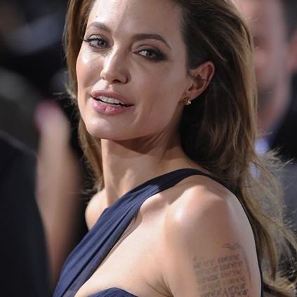 13 Seleb Hollywood ini putuskan hapus tato nama mantan