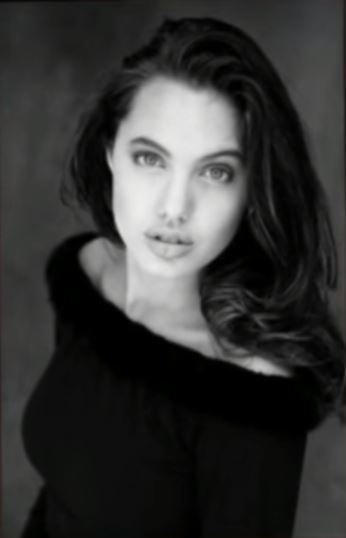 Angelina Jolie  © 2018 brilio.net