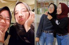 10 Potret Nissa Sabyan bareng kakaknya ini bak saudara kembar