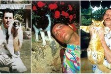 18 Foto langka Freddie Mercury bersama kucing kesayangannya