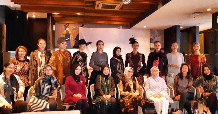 8 Desainer pamerkan rancangan dari kain adat Indonesia di Belanda