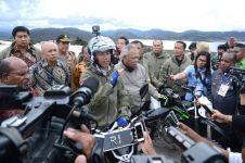 Momen Jokowi ngetrail lewati lokasi penembakan 31 pekerja di Papua