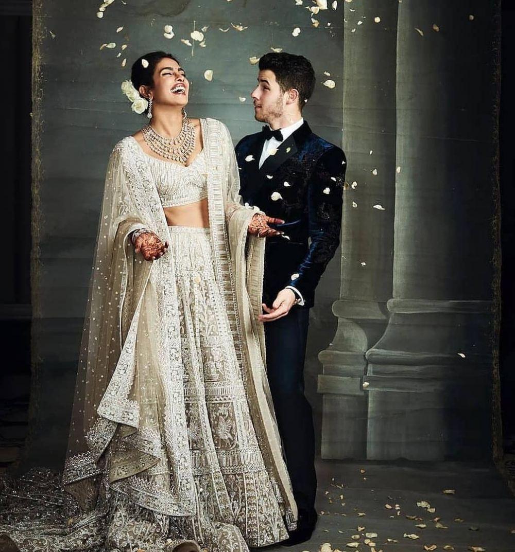 12 Fakta gaun pernikahan Priyanka Chopra, panjangnya 12 meter