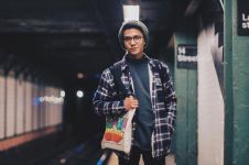 Foto bareng Joshua Suherman, pose Iqbaal Ramadhan bikin geger