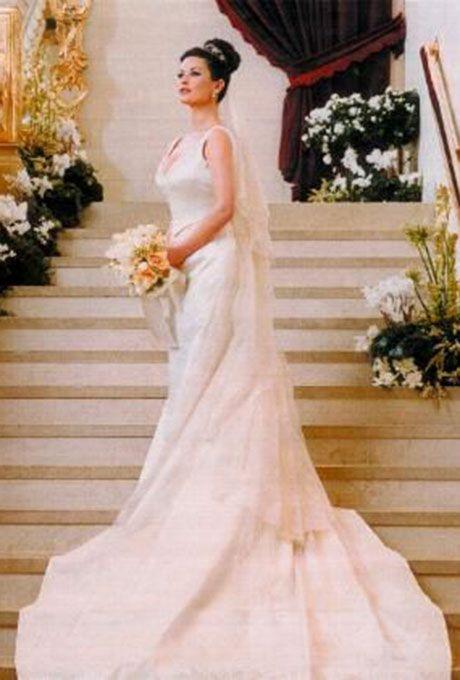 gaun pengantin seleb mewah  © 2018 brilio.net