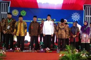 Ini alasan Jokowi ganti hadiah sepeda dengan foto bareng