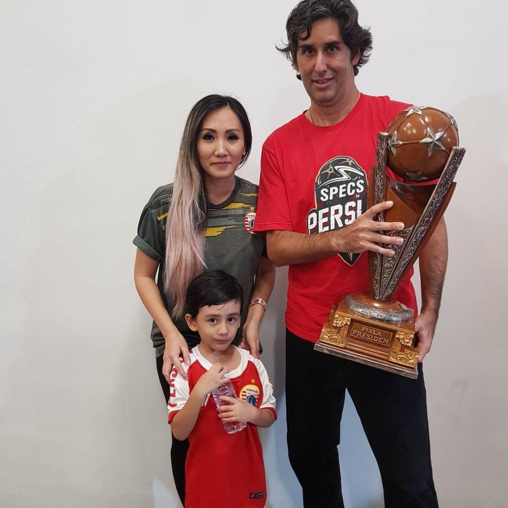 Istri Pelatih Persija  © 2018 brilio.net
