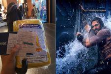 Nonton Aquaman, orang ini bawa payung dan jas hujan ke bioskop