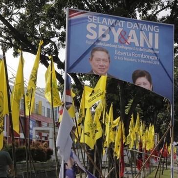 Komentar keras Agus Yudhoyono & istri soal baliho SBY dirusak
