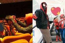 Nonton Spider-Man, ayah & anak ini pakai kostum lengkap ke bioskop