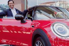 7 Momen penyerahan hadiah Mini Cooper Rp 12 ribu ke Dedi Heriyadi
