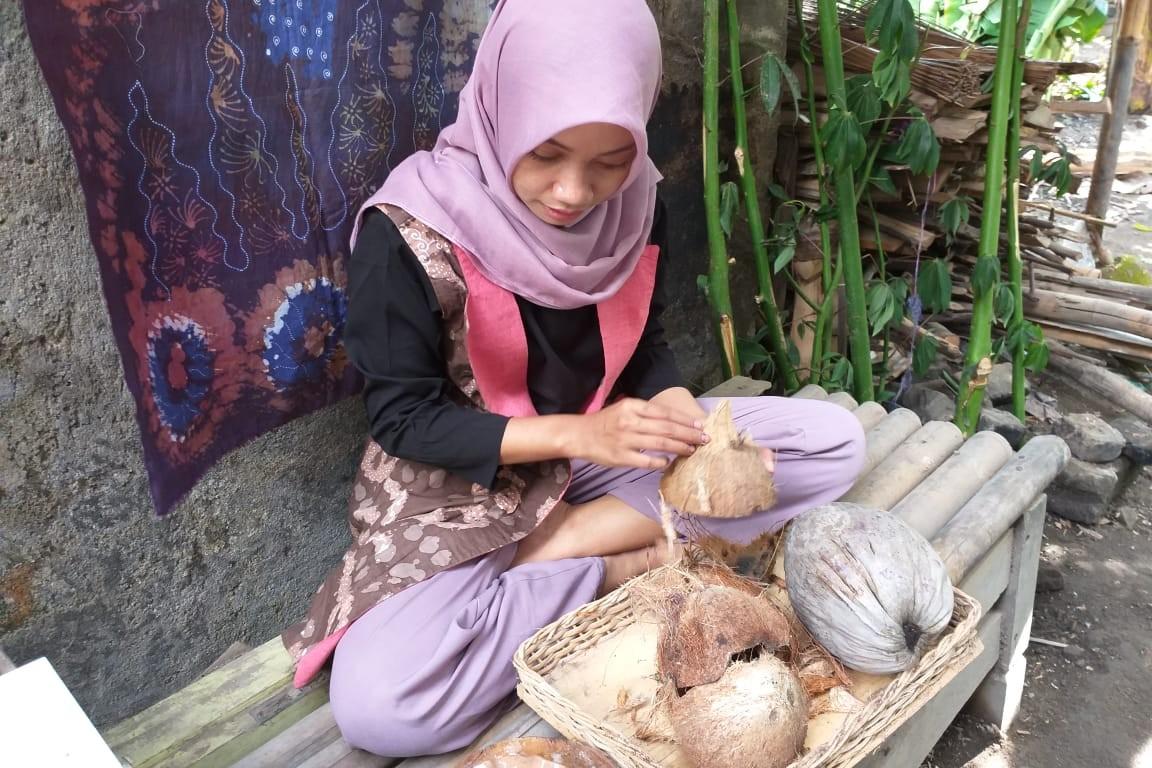 Kisah sukses Arni, pengusaha batik yang terinspirasi dari sabut kelapa