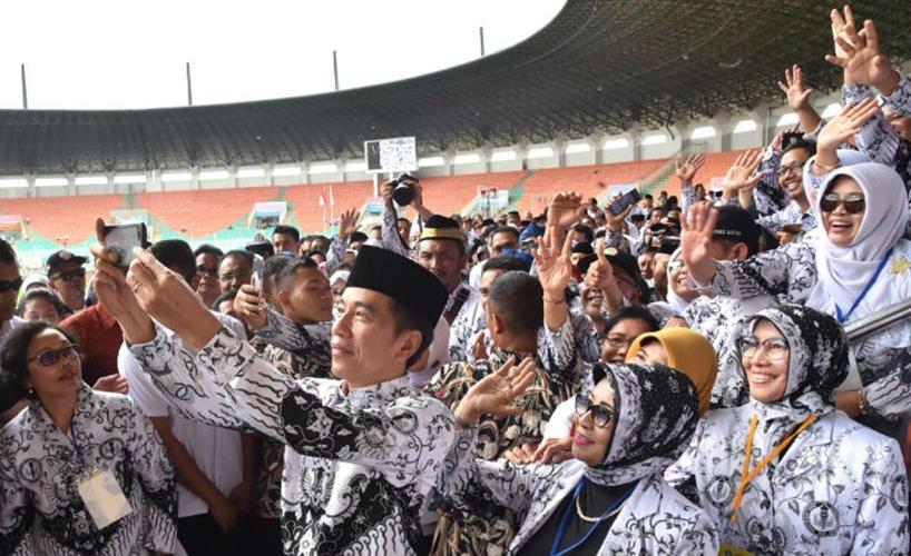 Presiden Jokowi selfie © 2018 brilio.net