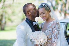 6 Pesepak bola yang jatuh ke pelukan seleb, terbaru Greg Nwokolo