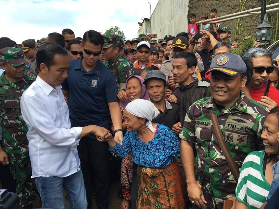 Jokowi kunjungi tsunami pandeglang banten © 2018 brilio.net