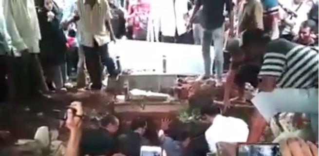 momen pemakaman dylan instagram