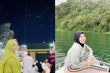 10 Momen Via Vallen pulang umrah, gaya hijabnya anggun