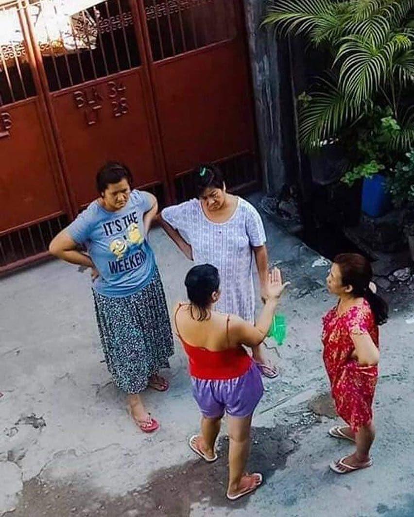 10 Foto Lucu Bukti Ibu Ibu Selalu Santai Ini Bikin Geleng Kepala