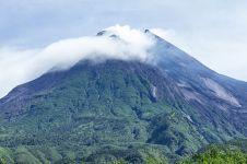 Anak Krakatau naik status Siaga, bagaimana kondisi Gunung Merapi?