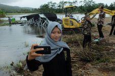 Ini alasan wanita yang lakukan selfie di lokasi tsunami Banten