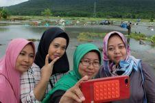 6 Kelakuan orang selfie di lokasi bencana, bikin ngelus dada