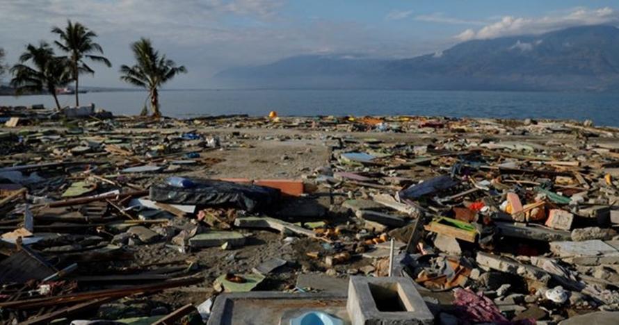 Asyik selfie di lokasi tsunami, motor orang ini hilang dicuri