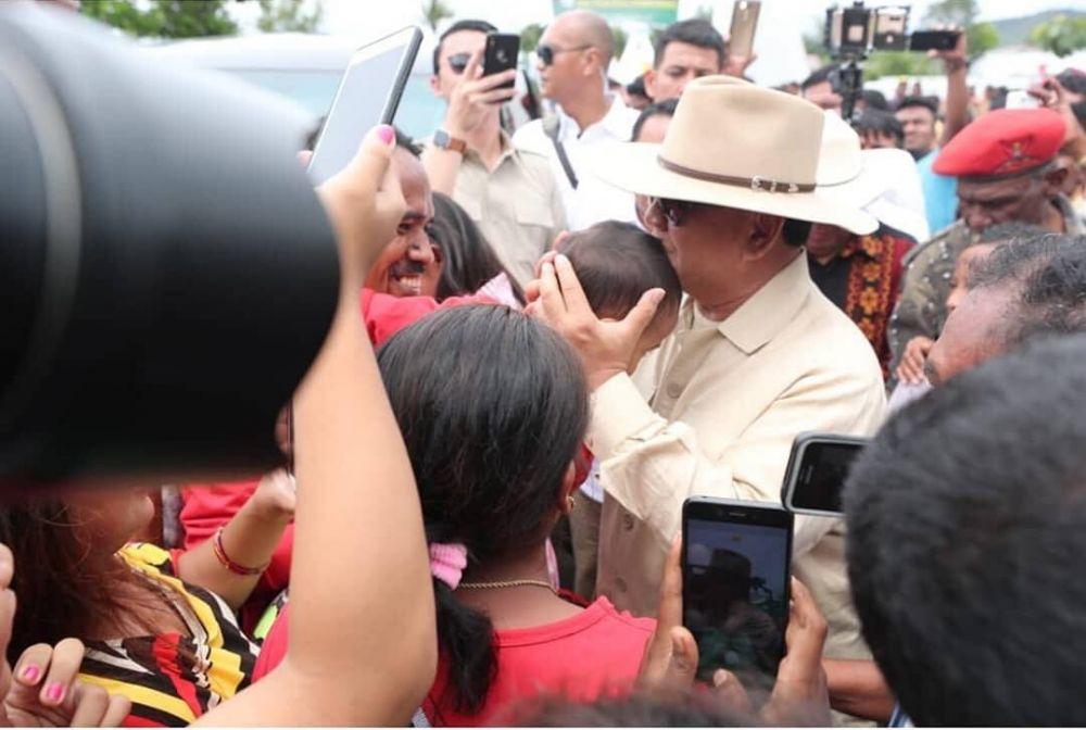 Prabowo bareng anak kecil  © 2018 brilio.net