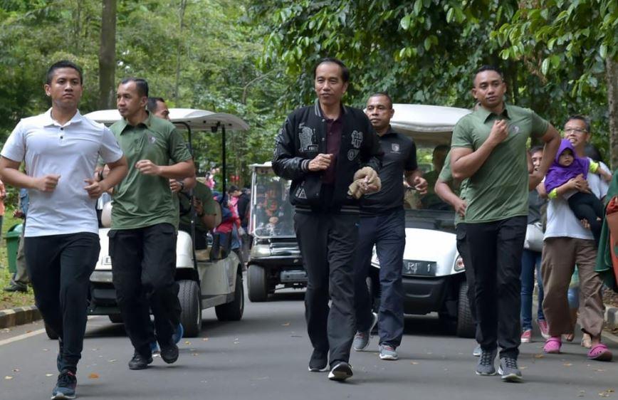 8 Potret kegiatan Jokowi di malam hingga hari pertama tahun 2019