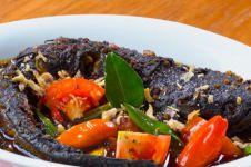 7 Makanan lezat berbumbu kluwak, buah yang bikin mabuk kepayang