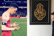 Mesut Ozil dapat hadiah Kiswah Ka'bah, ini ungkapan bahagianya