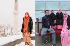 10 Potret Oki Setiana Dewi bareng keluarga liburan di Eropa