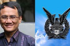 Andi Arief dan admin TNI AU berdebat soal isu 7 kontainer