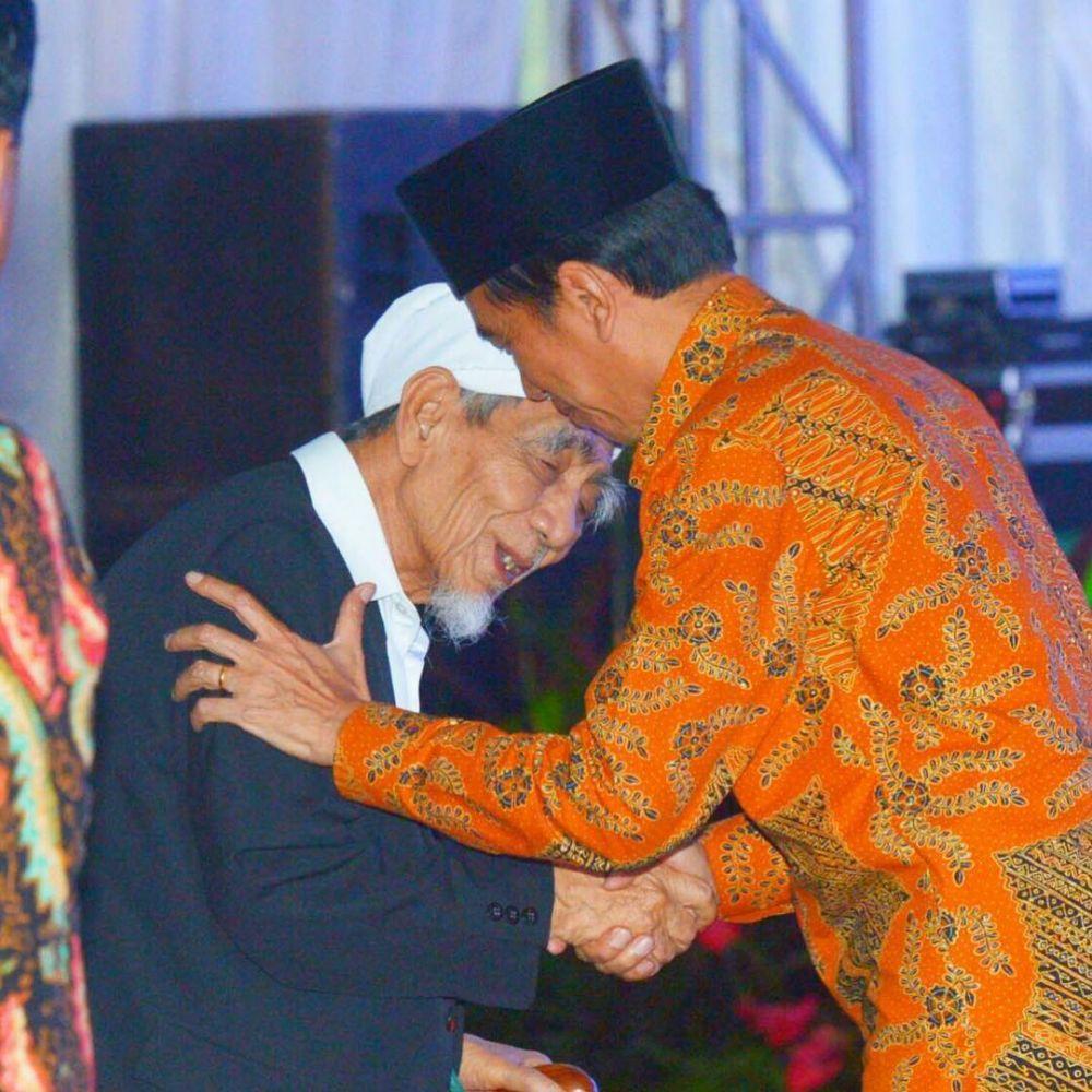 Jokowi Menunduk © 2019 brilio.net