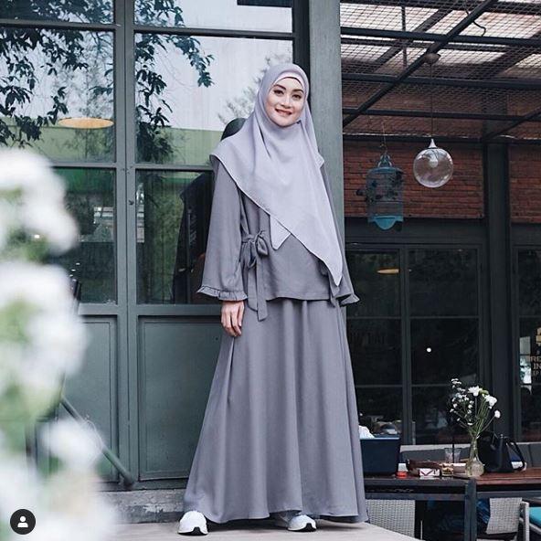 12 Pesona Ayu Pratiwi, runner up Puteri Indonesia yang kini berhijrah © 2019 brilio.net