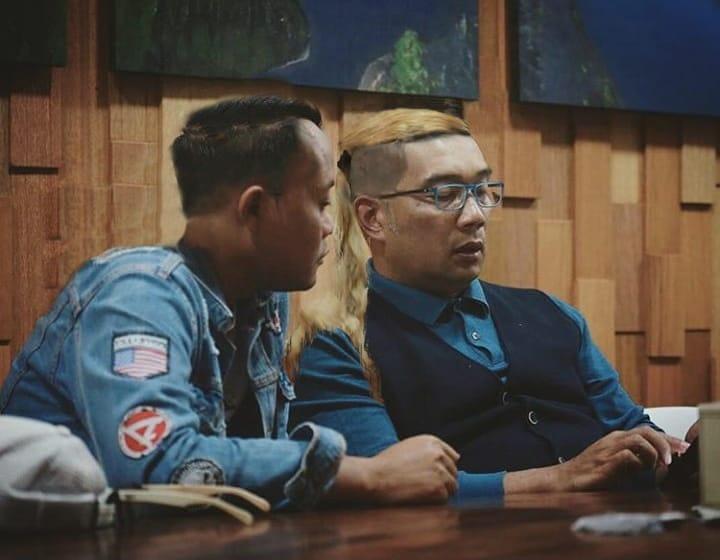 Ridwan Kamil dan Sule tuker rambut  © 2019 brilio.net